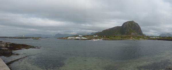 Tout au bout de l'île se trouve le petit port d'Hovsund...