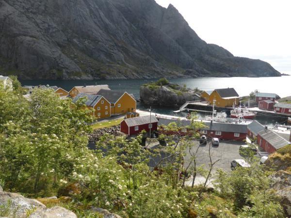 Certes joli, mais vivant du tourisme, l'entrée du village est payante et tout est encore fermé...