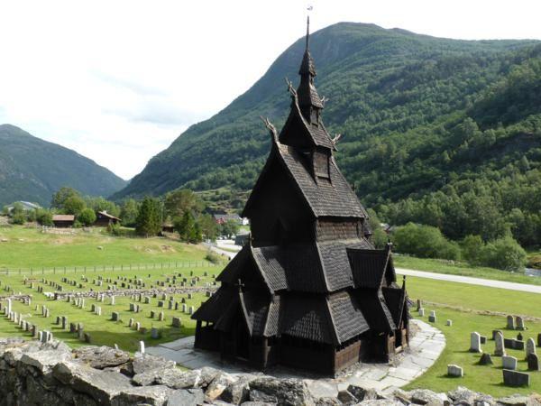 la vieille église dans un cadre magnifique...