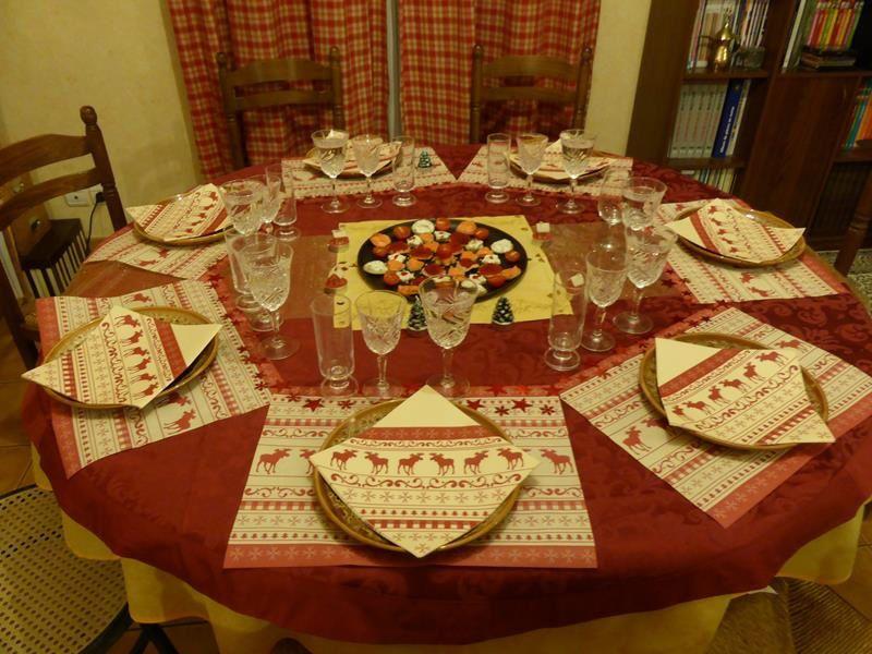 La table du Réveillon préparée par la mini puce...