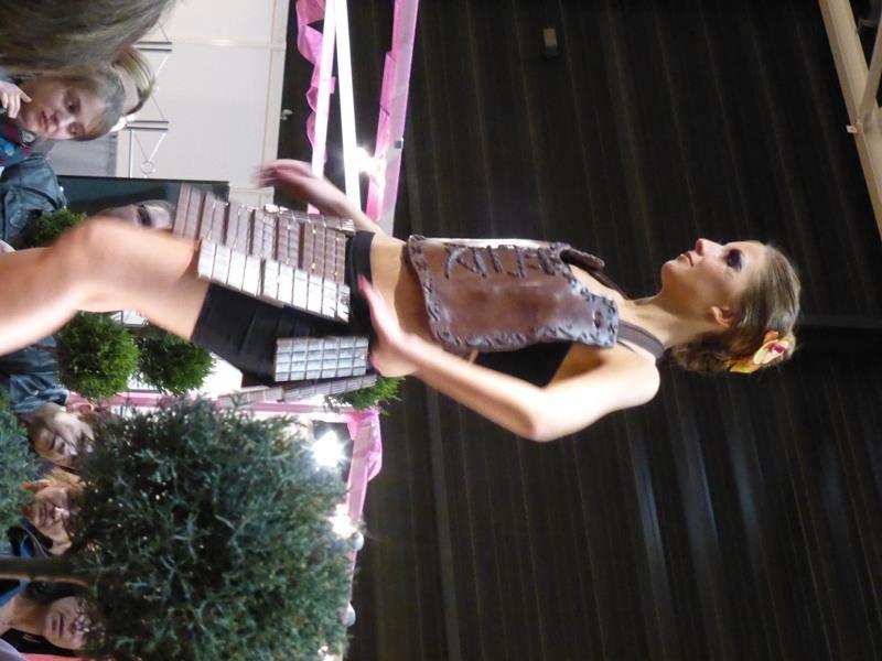 ..&#x3B;et pour clôturer le tout...un défilé de mode... tout en chocolat.....!!!!   Super journée !!!!