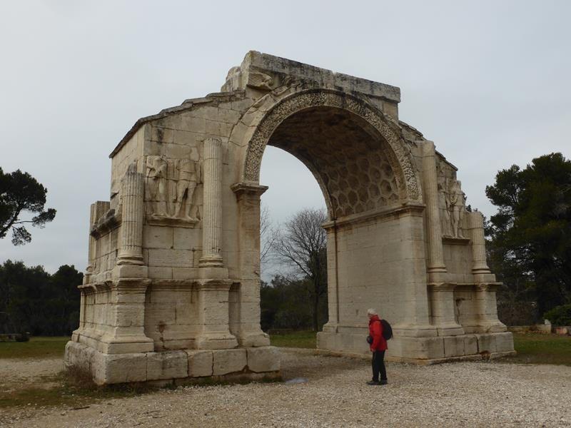 et arc de triomphe (20 ap. JC) porte de la cité antique sur la Via Domitia...