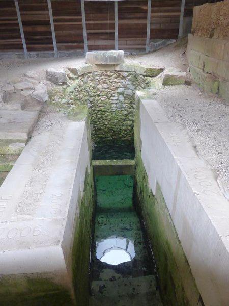 ..période hellénistique...puits à dromos (couloir)...bouleutérion (salle d'assemblée)