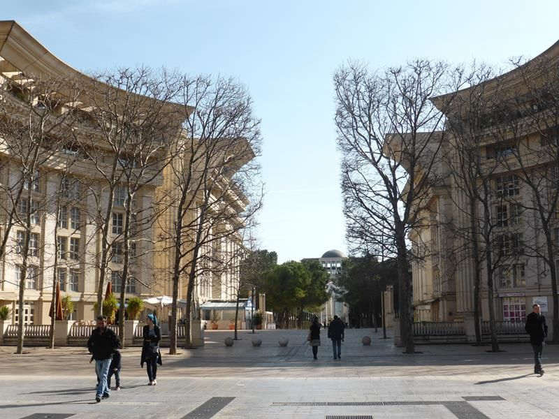 8 mars...la partie moderne...le quartier Antigone....architecte Ricardo Bofill...