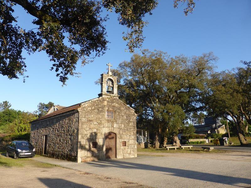 ...nous avons trouvé un lieu idéal, à Goïan, près d'une petite chapelle...