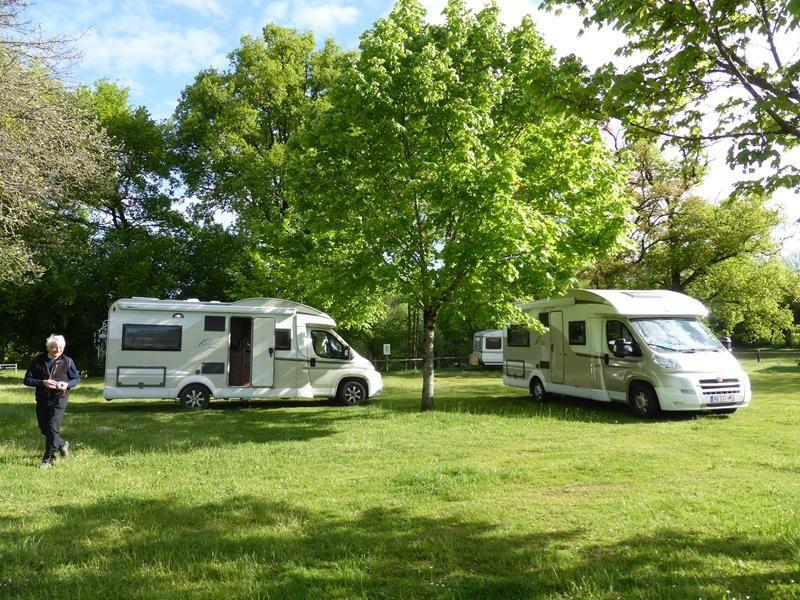 Le soir, au Sud de Limoges, arrêt sur une aire de camping-car tranquille...(Pageas)
