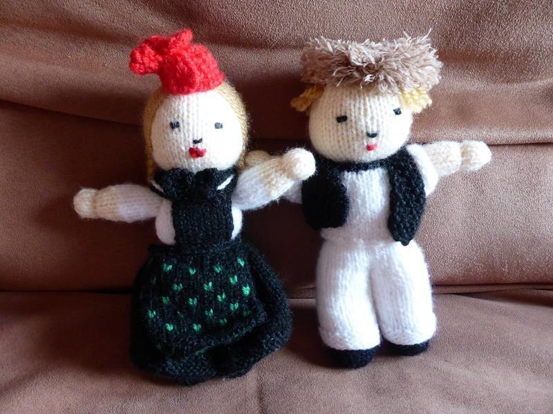 un petit couple d'alsacien en costume du village de Seebach