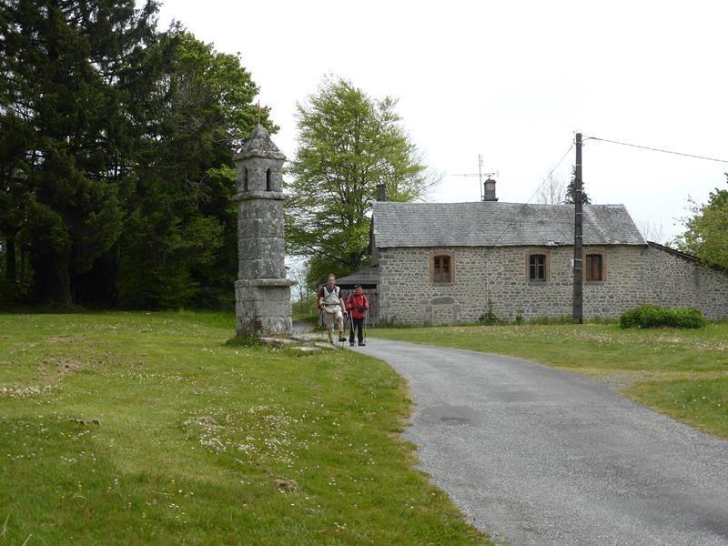 J 1 - Bénévent l'abbaye à Chatelus le Marcheix...