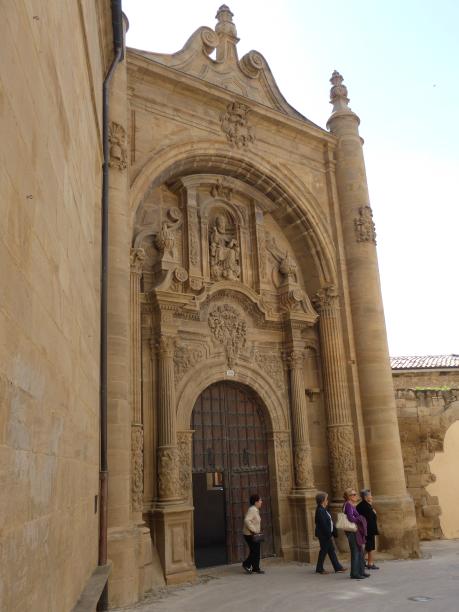 et une porte baroque ajoutée en 1740...