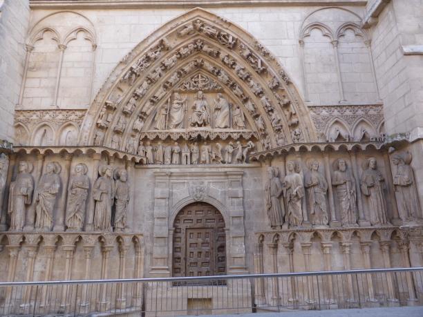 ... la porte des apôtres...