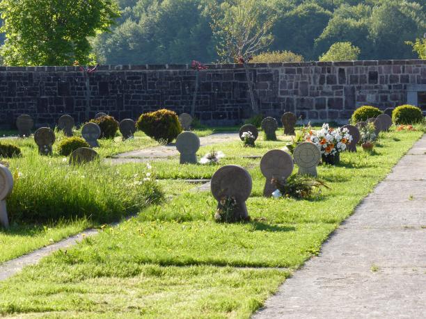 Burgete...au passage quelques croix basques dans le cimetière...