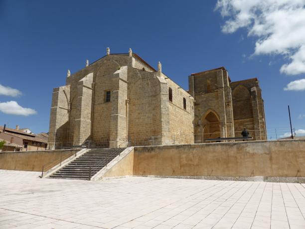 Villalcazar de Sirga...imposante église de Santa Maria la Blanca...