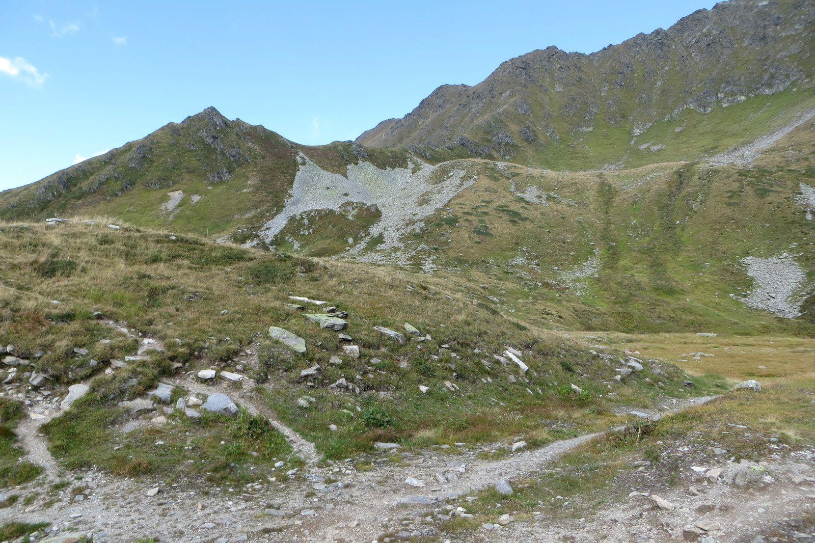 """Le sentier près du """"lac"""" de Charamillon"""