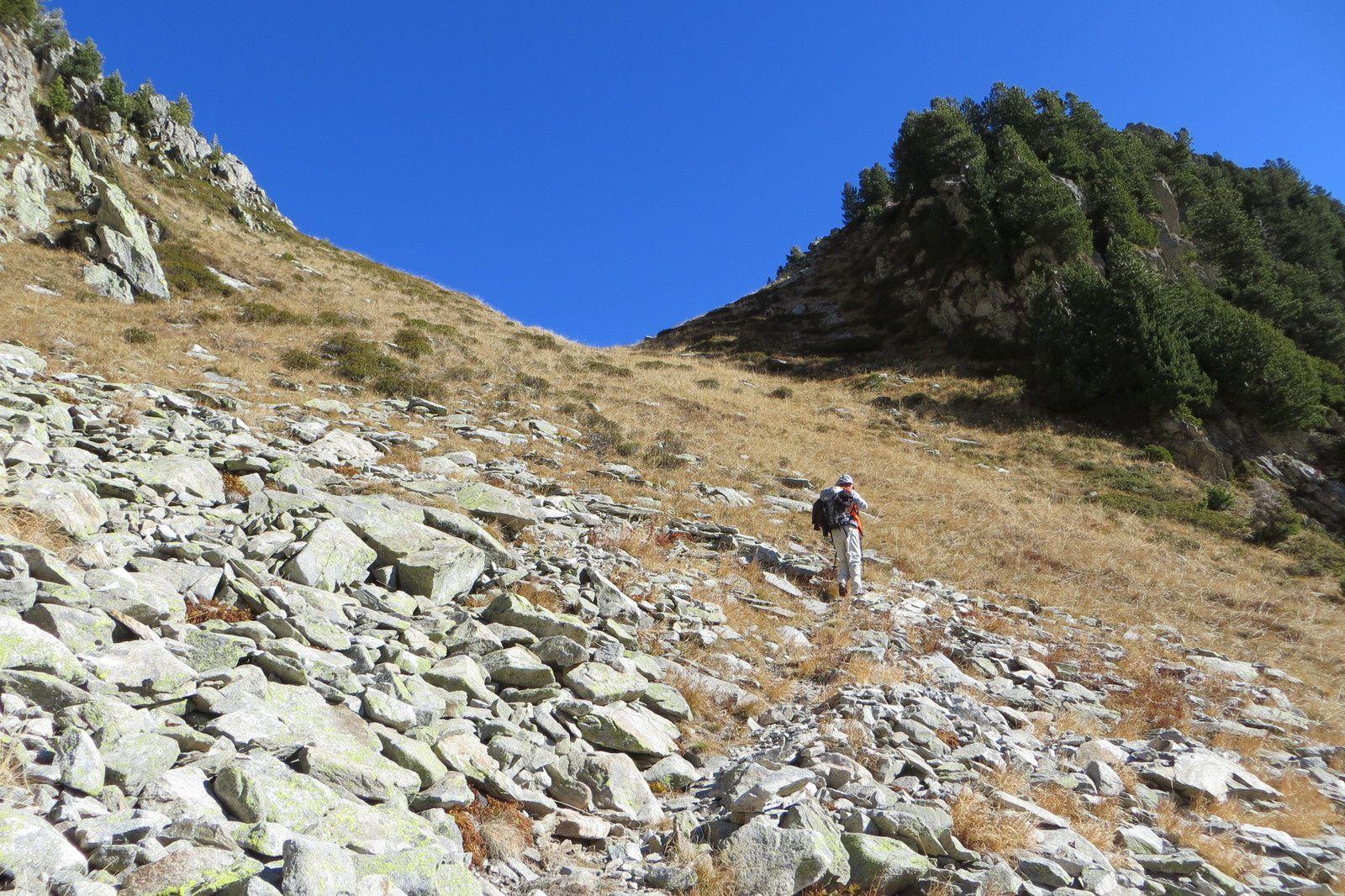 Le sentier sous le Col du Fort