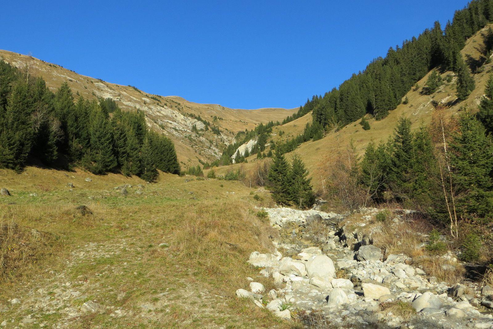 Le vallon et le Ruisseau du Jovet au départ du sentier