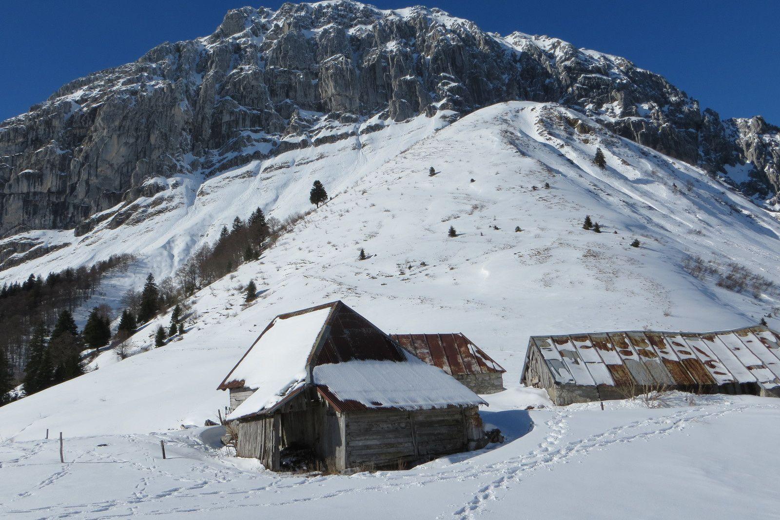 Chalets de Chérel sous la face Est du Mont Trélod 2181m