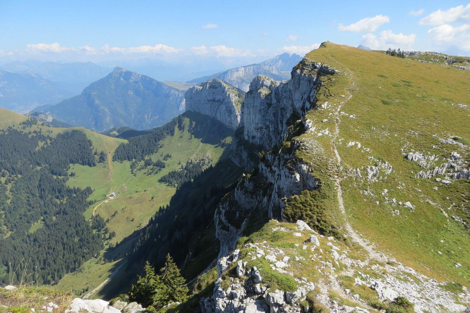 Le sommet de la Montagne de Sous Dine (2004m) vu de la croix