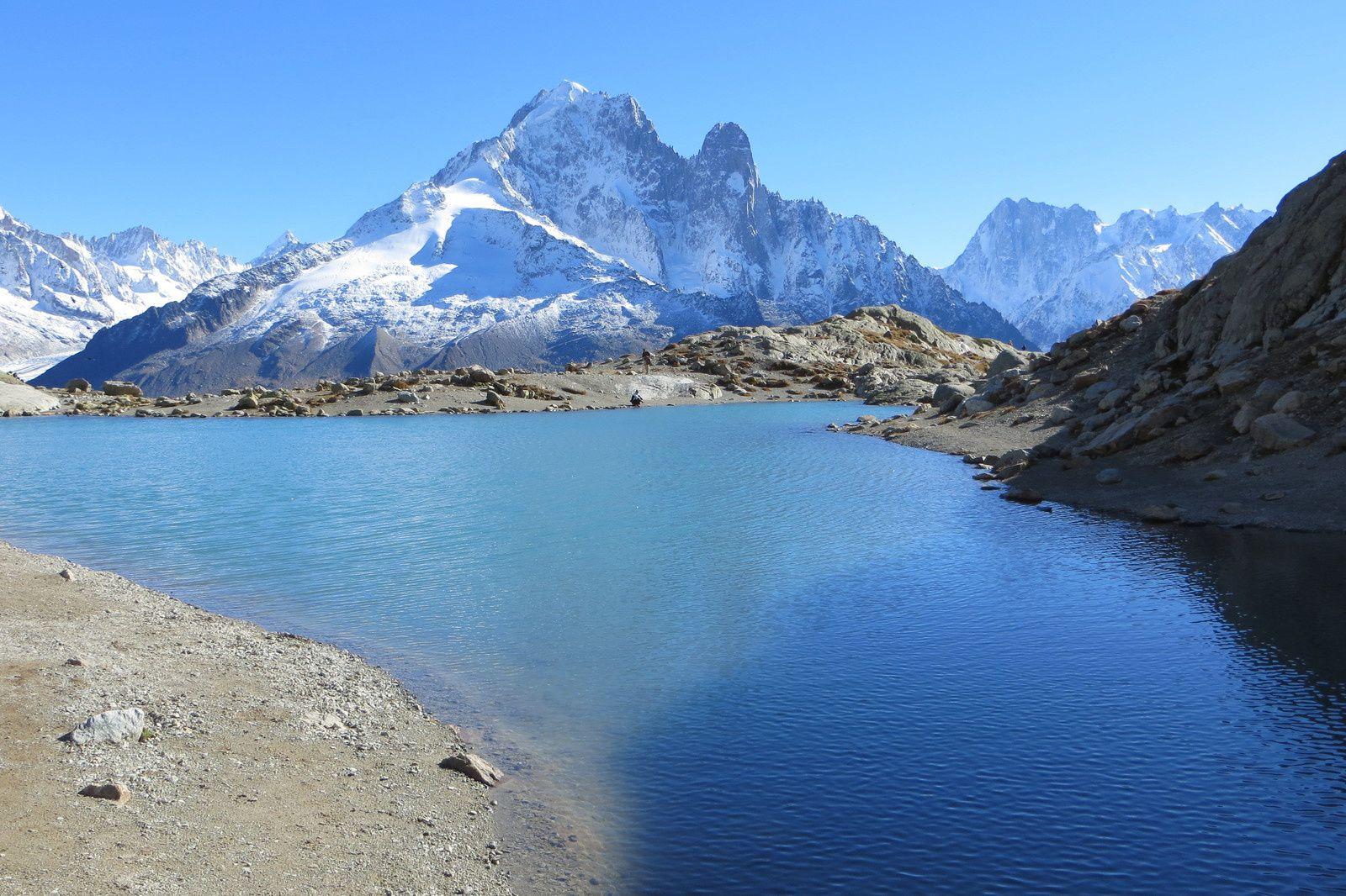 Le Lac Blanc 2352m devant l'Aiguille Verte et les Drus