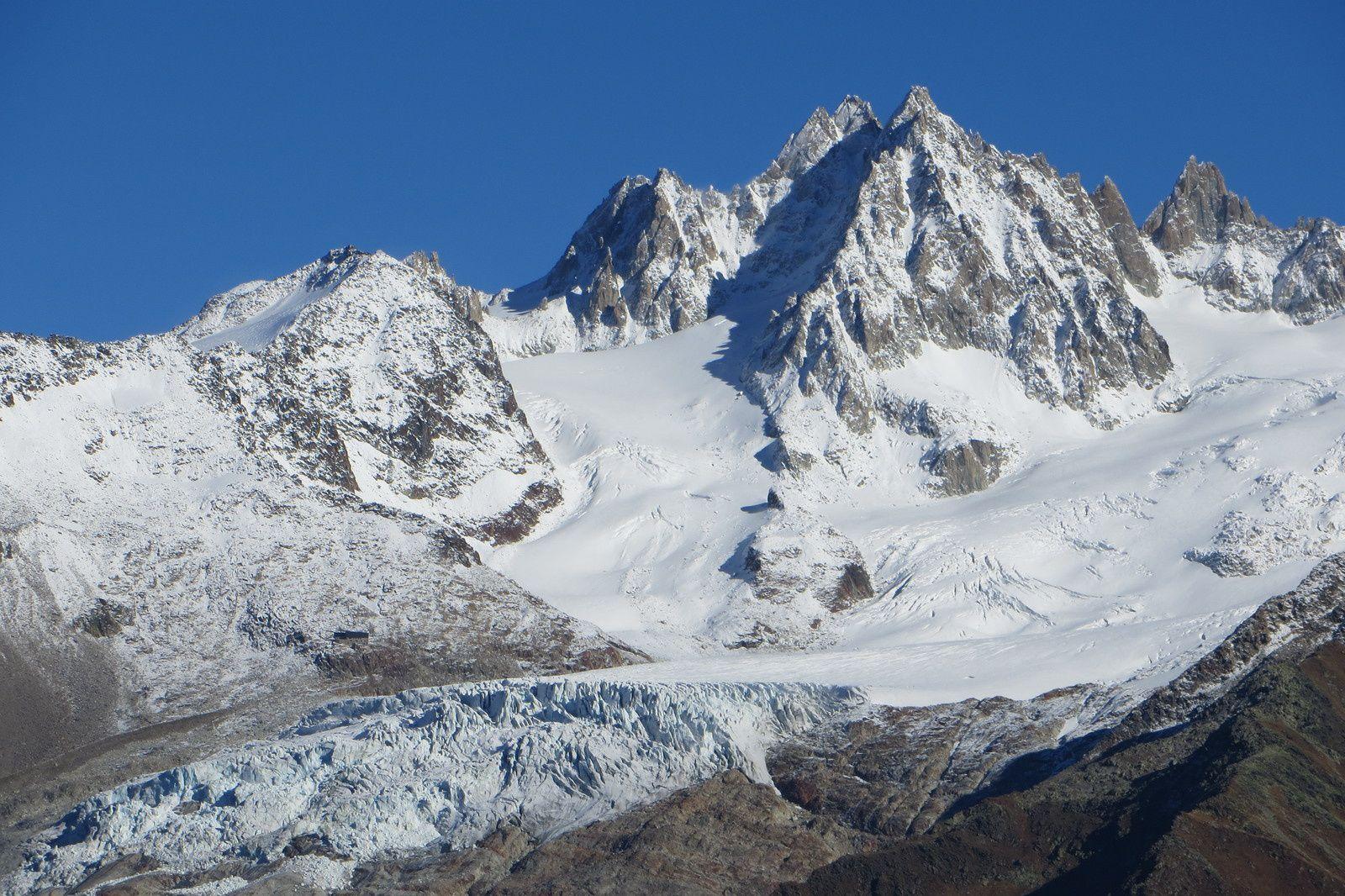 Zoom sur le Glacier du Tour - Refuge Albert 1° (au centre gauche) - Aiguilles du Génépi et du Tour