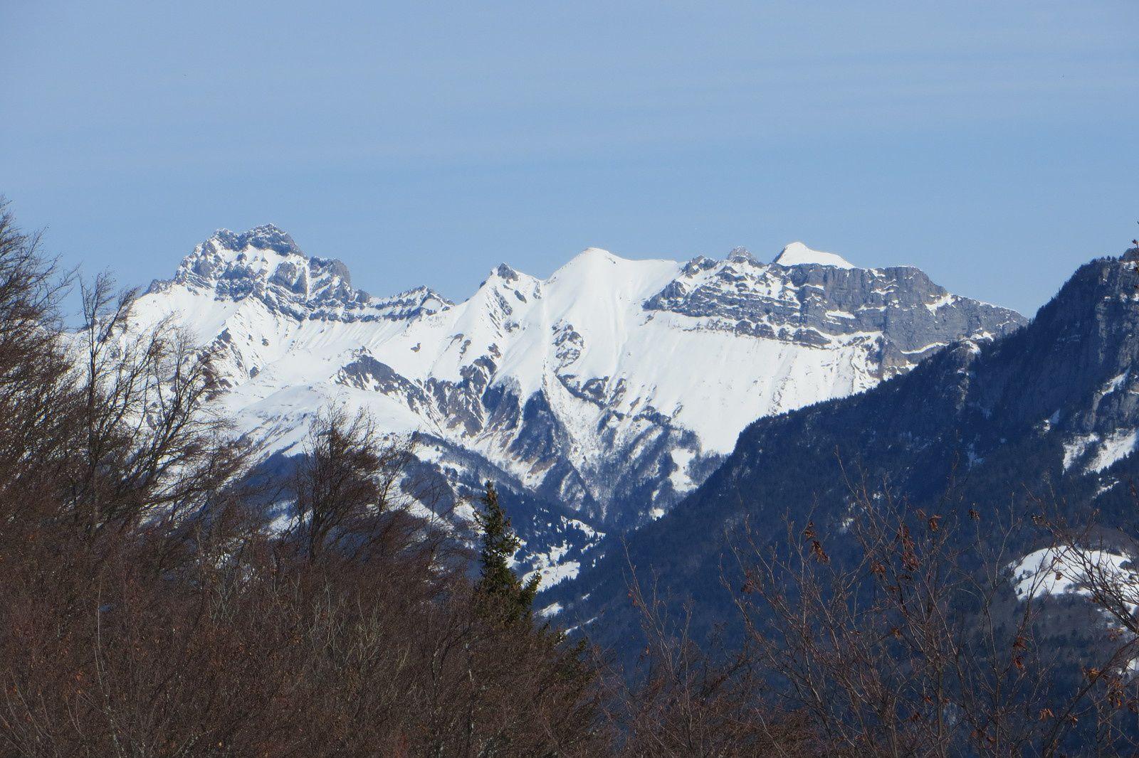 Pointe d'Arcalod, Molard Noir, Mont de la Coche et L'Encerclement vus du sommet