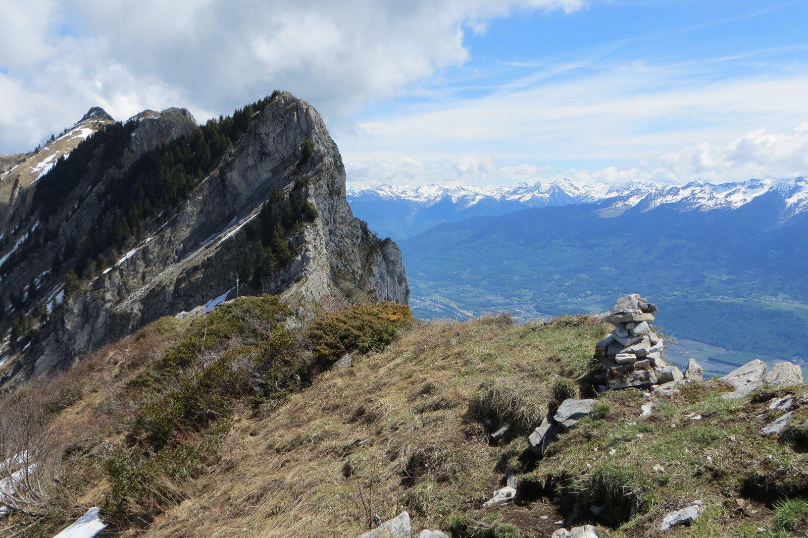 La Cha (1974m) et la Chaîne de la Lauzière vus du sommet du Chapeau de Napoléon (1854m)