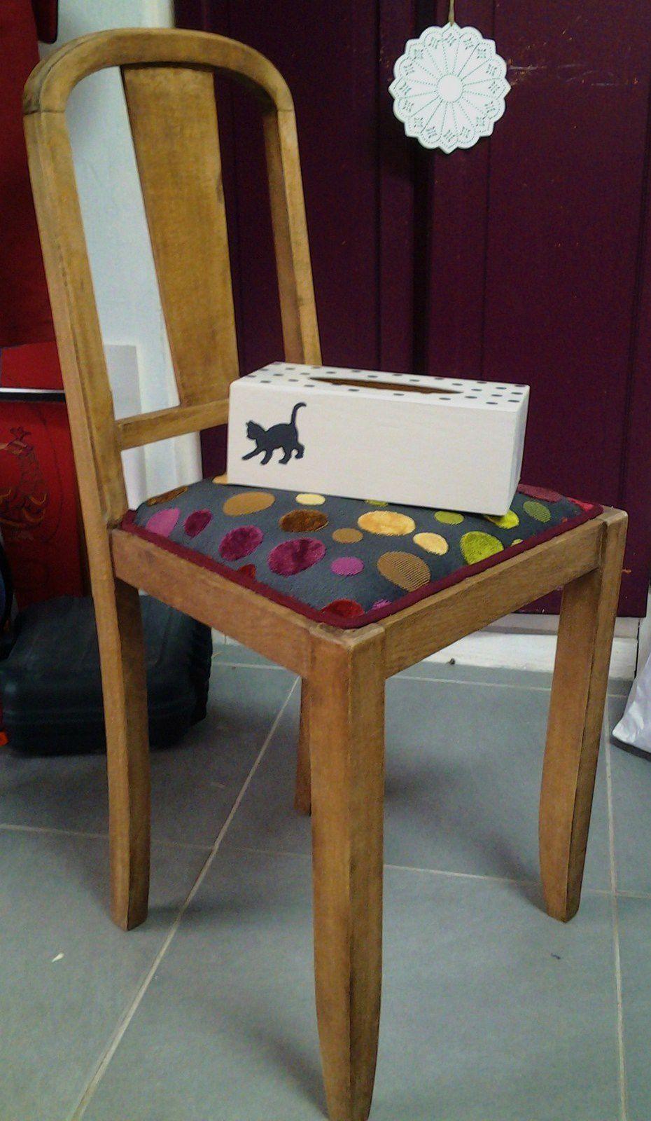 Chaise et boite 0 mouchoirs par Marylene