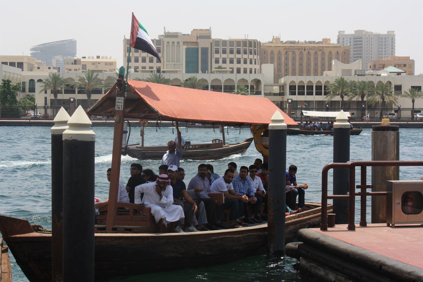 Deira/Gold Souk/Spice Souk/Traversée de Dubaï Creek en Abra (bateaux taxis)/Dubaï Old Souk