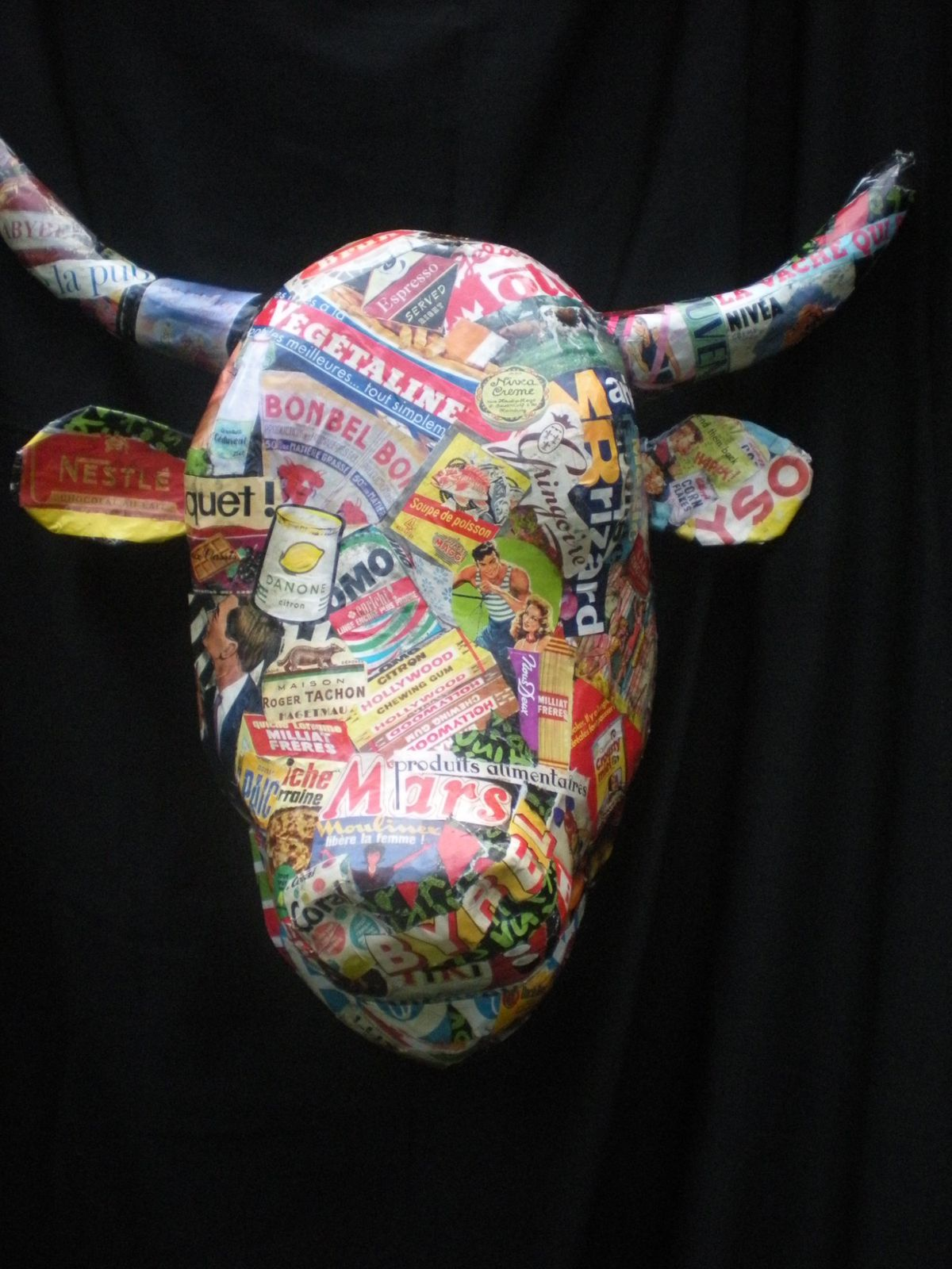 Grande tete vache papier mache collages pub le blog de for Decoration murale tete de taureau