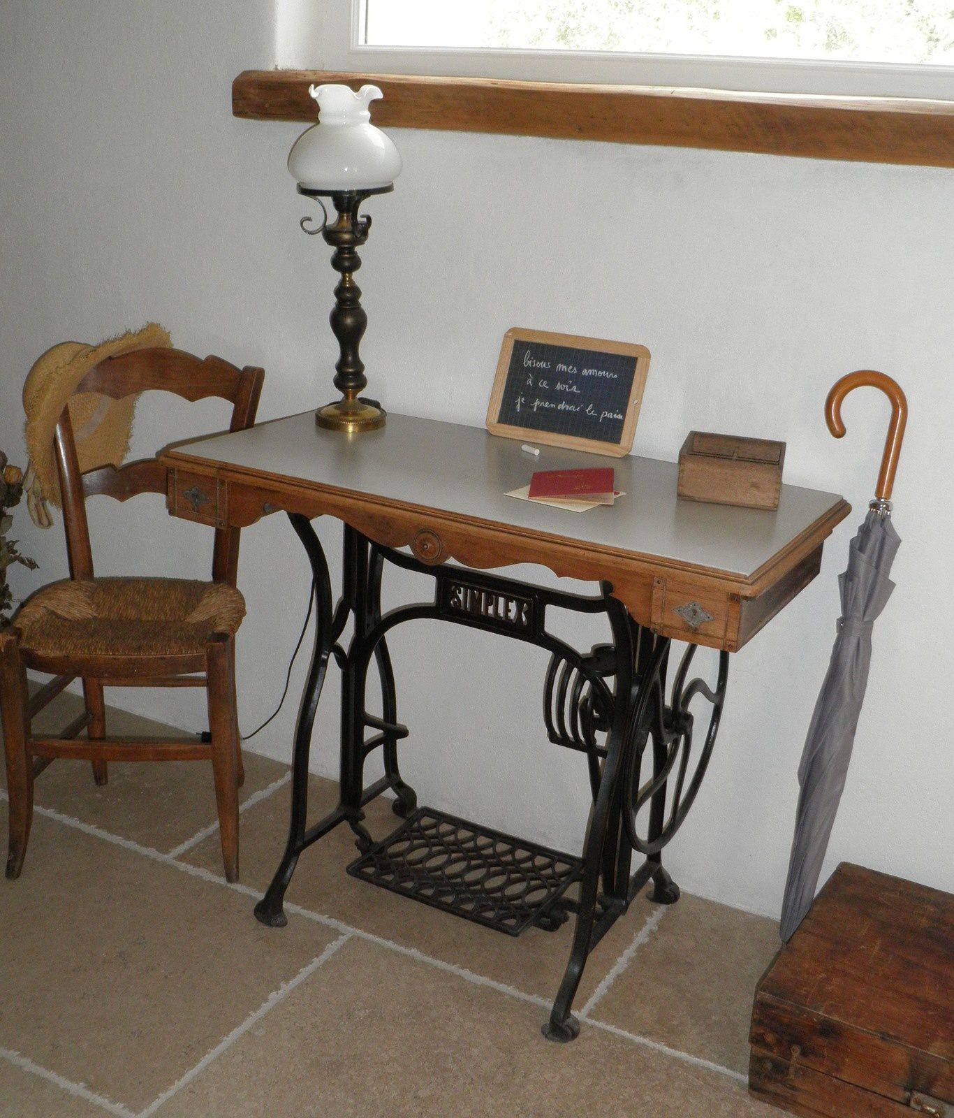 Ancienne machine coudre relook e en console valeyrie cr ation for Table console pour cuisine