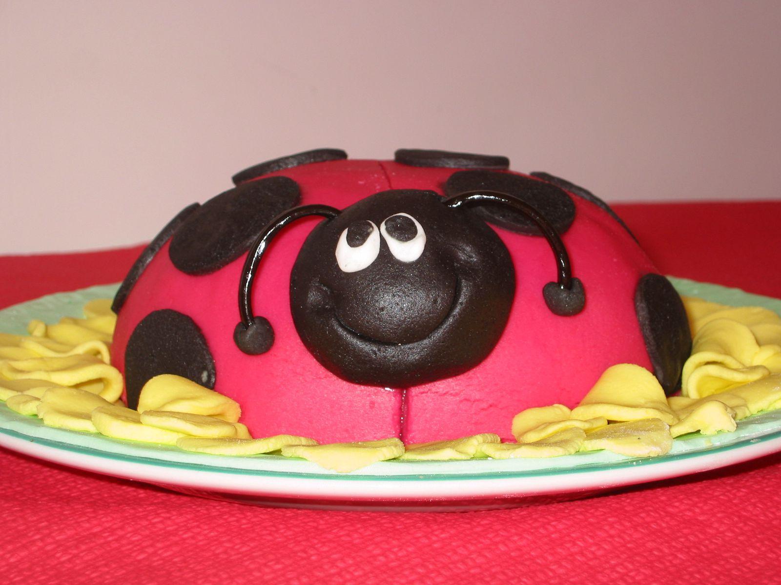 Gâteaux rigolos décoration en pâte à sucre - Angel's Kitchen