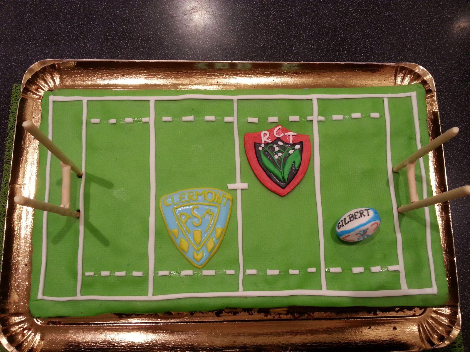Gâteau d'anniversaire terrain de rugby - Angel's Kitchen