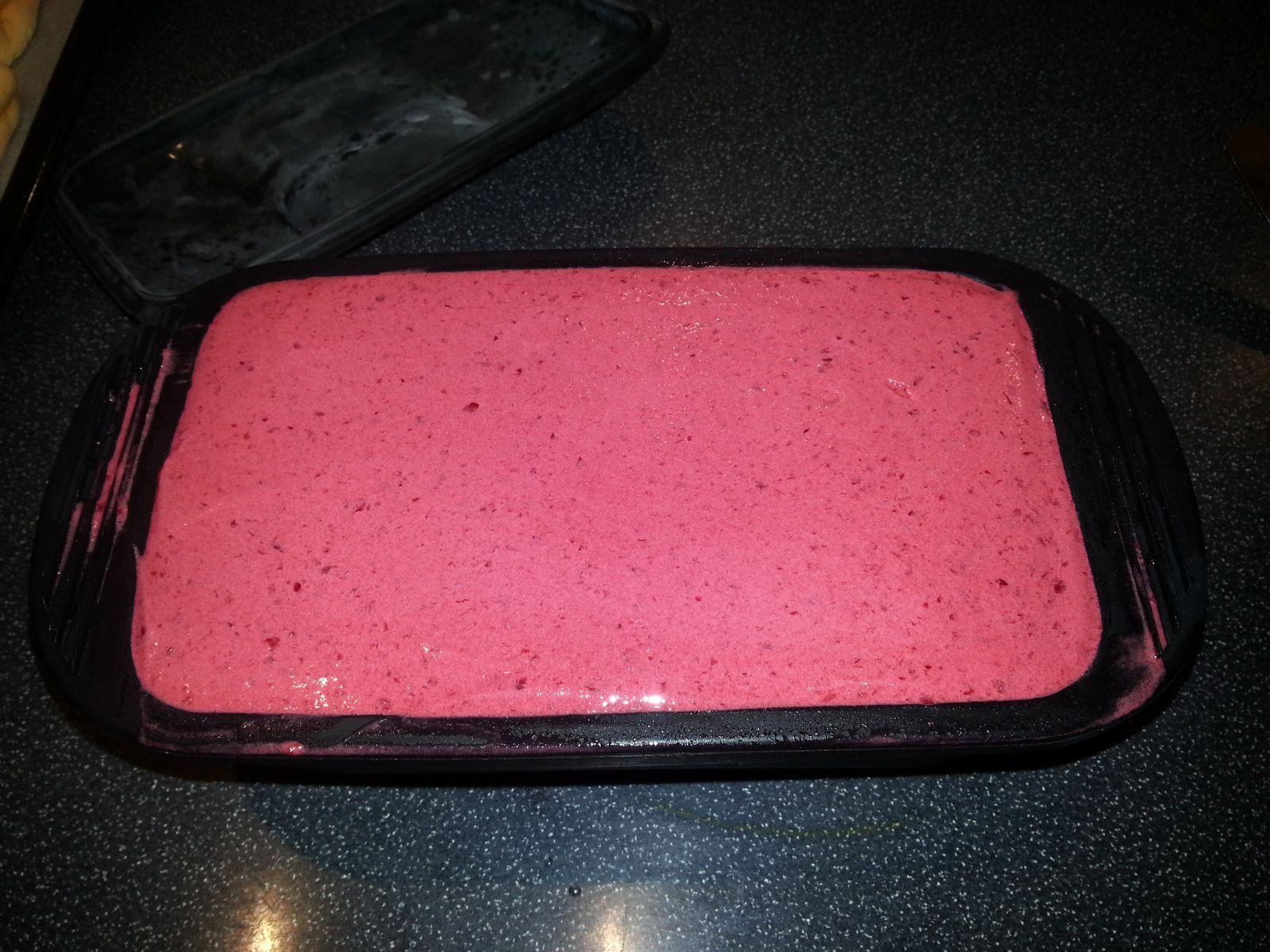 Bûche façon Vacherin glacé mangue-griottes - Angel's Kitchen