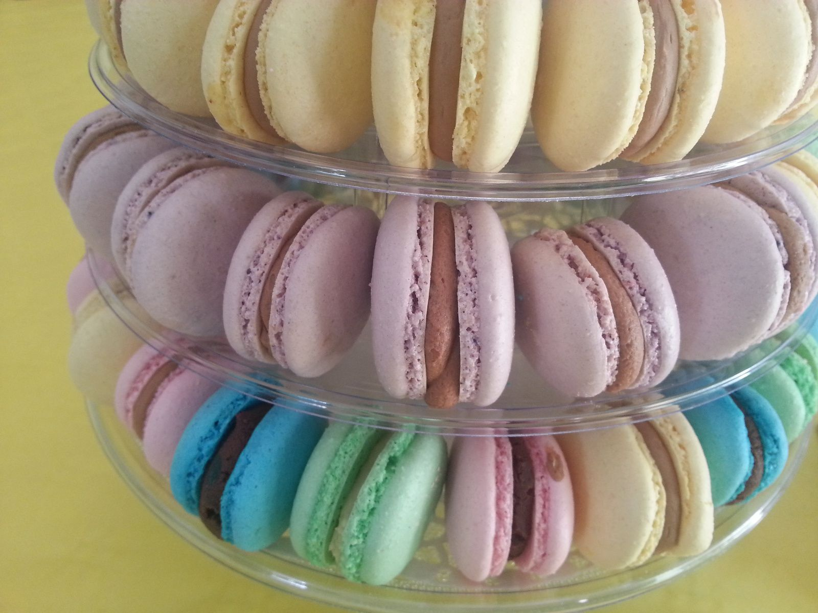 Pyramide de macarons multicolores - Angel's Kitchen