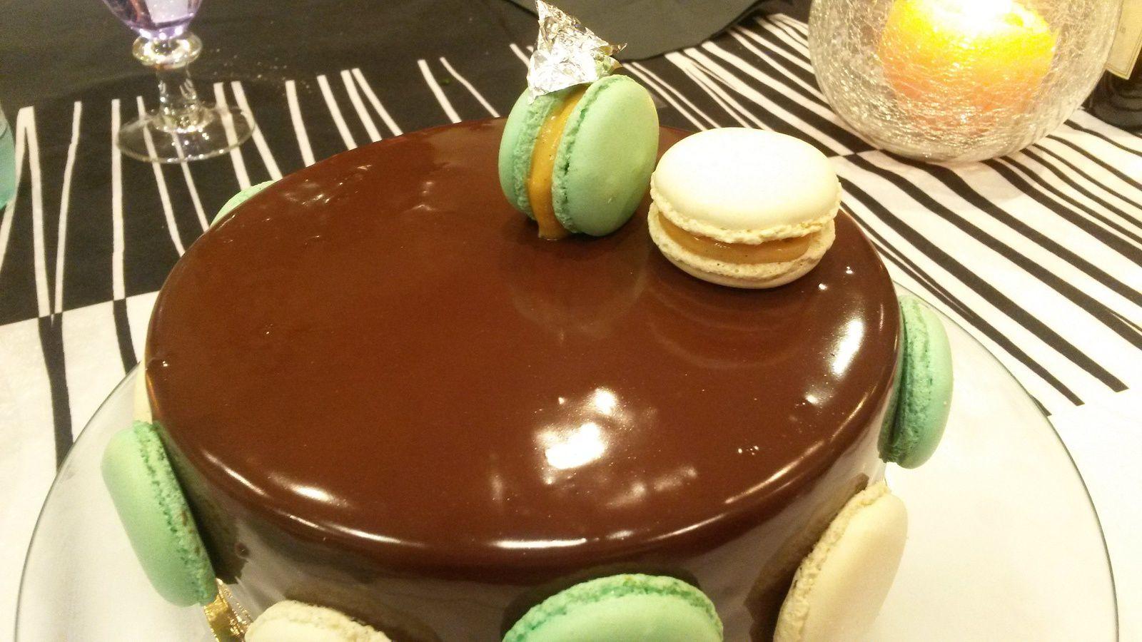 ENTREMETS CHOCOLAT NOIR CARAMEL BEURRE SALE ET NOISETTES CARAMELISEES