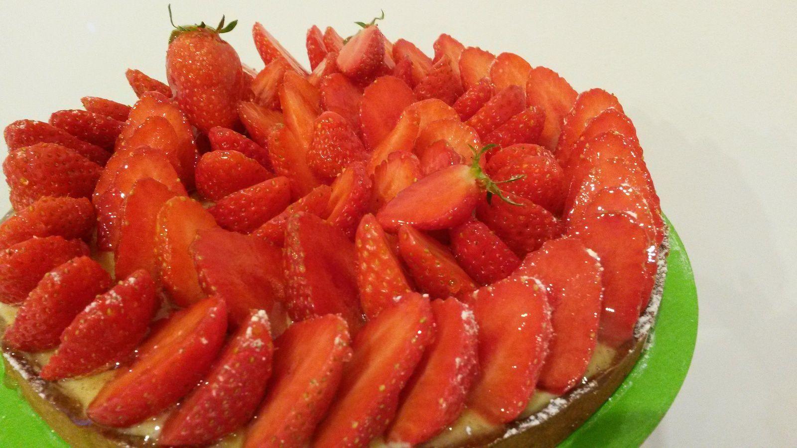 Même Pirouette zieute ma tarte aux fraises