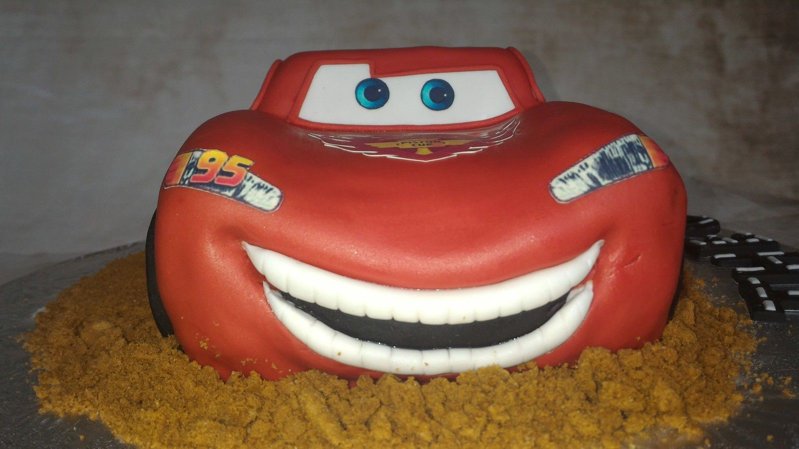 GATEAU FLASH MC QUEEN - CARS