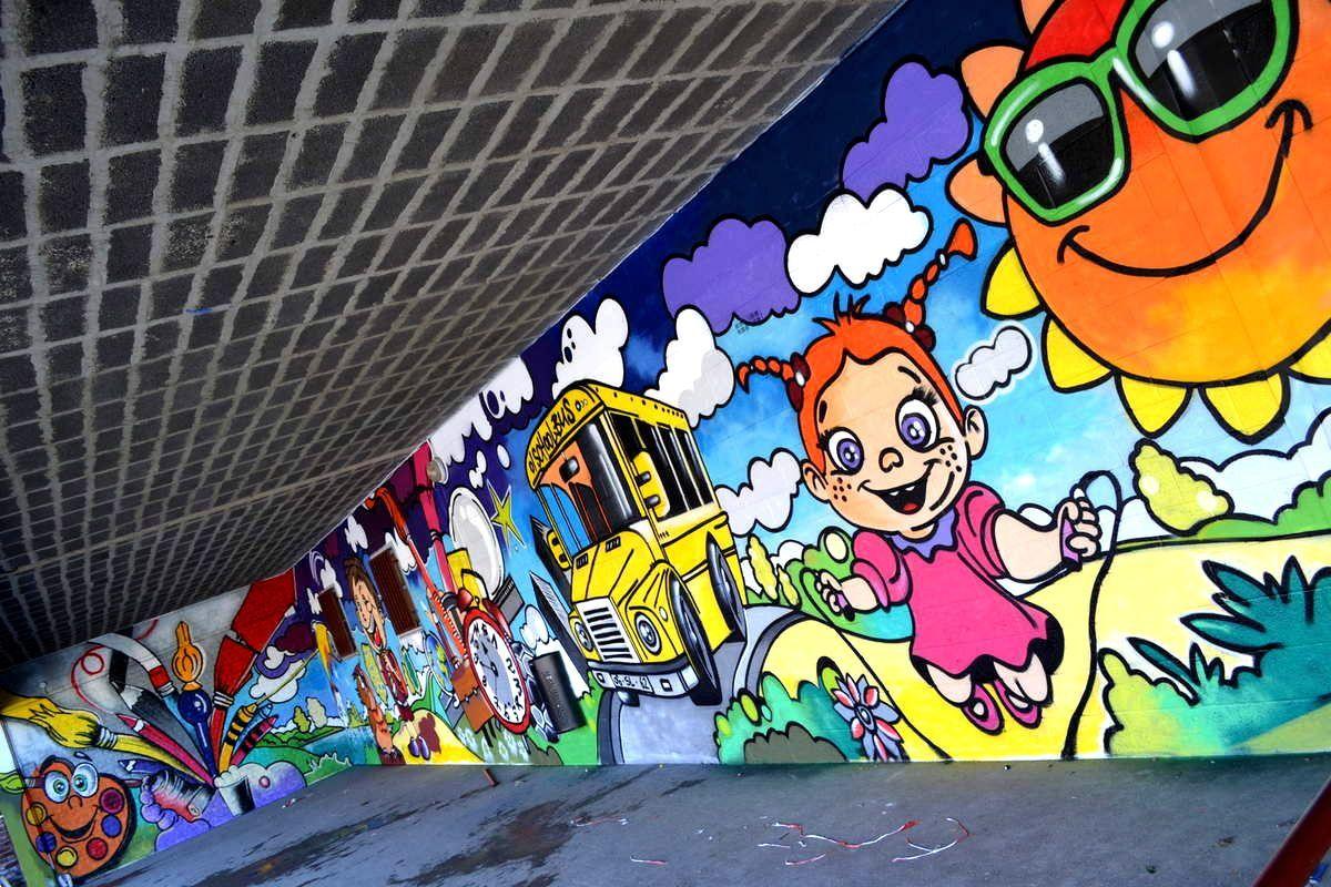 Réalisation d' une fresque avec les enfants du centre d' Annezin.