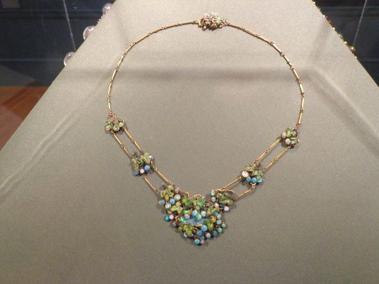 Collier - Or, opales, émail - Louis Comfort Tiffany - vers 1904