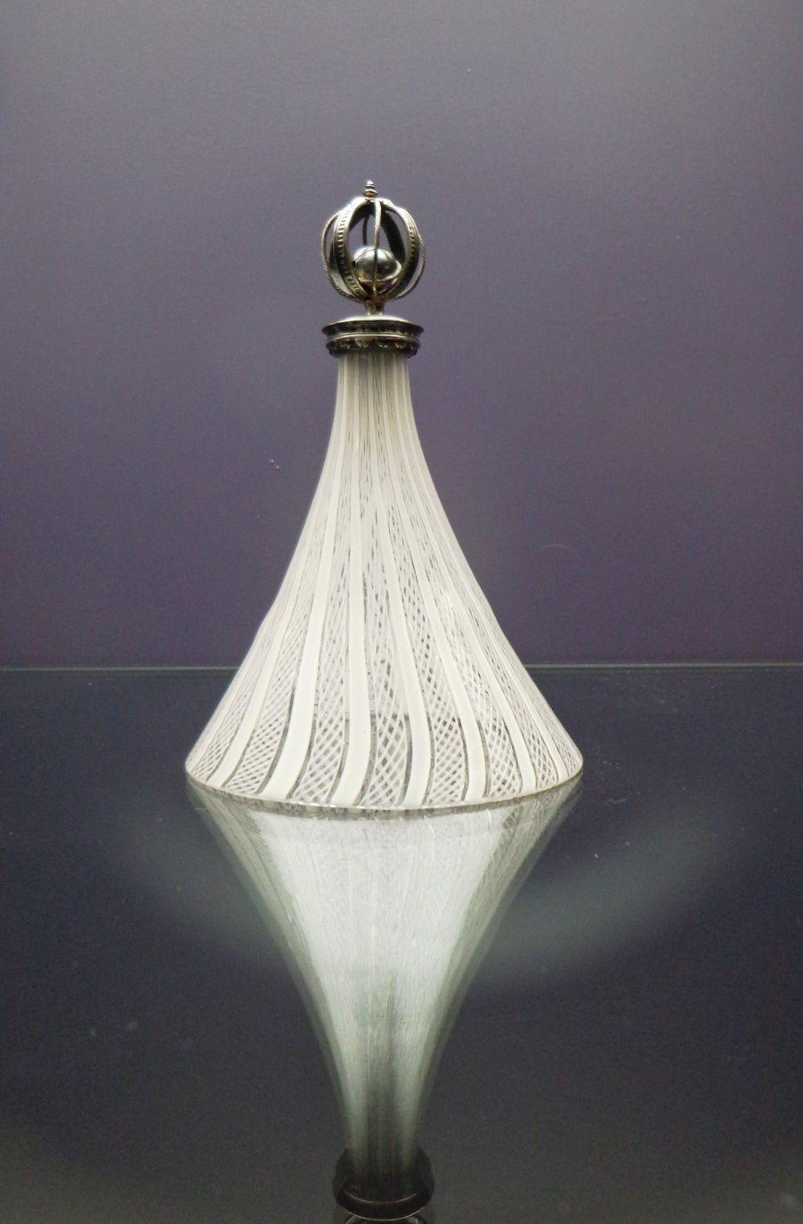 Grelot résonnant sur cloche de verre - 17e siècle
