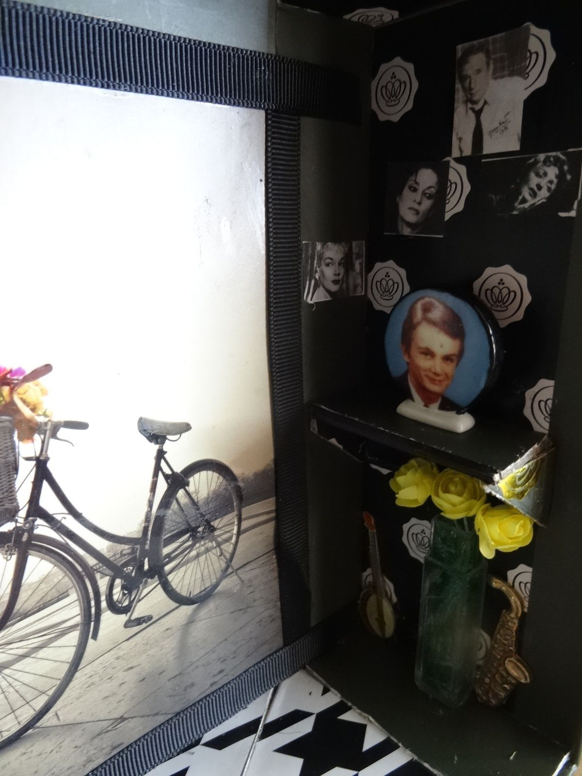 Bistrot de Paris vitrine miniature 21X24 dans une Glossybox Jonak