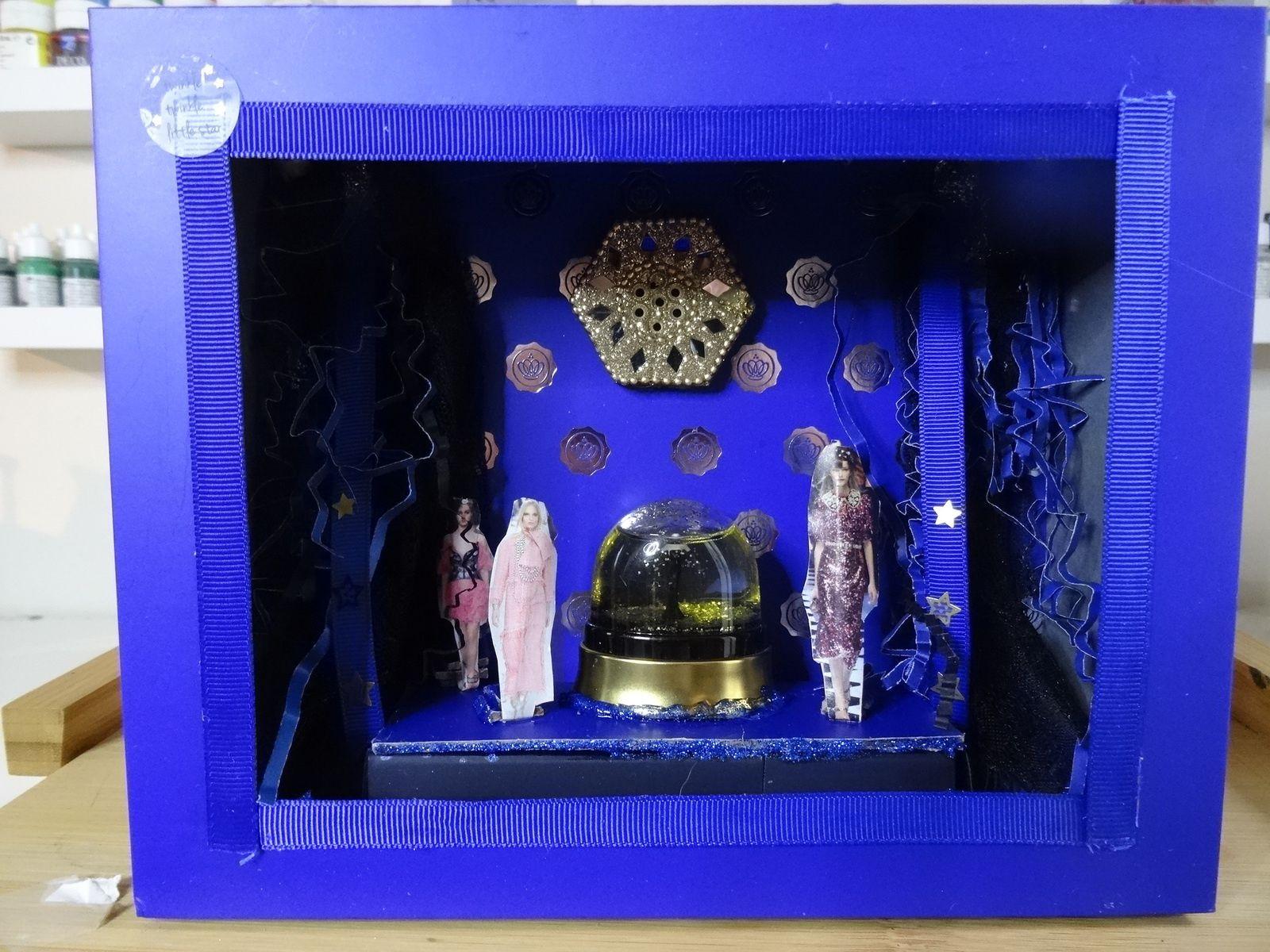 Défilé de mode vitrine miniature 24x17cms dans glossybox