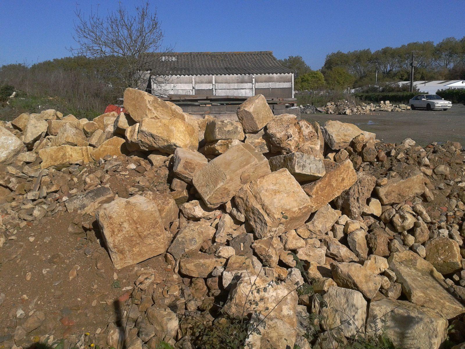 De la travée démolie, il ne reste que des gravats au dépôt municipal.