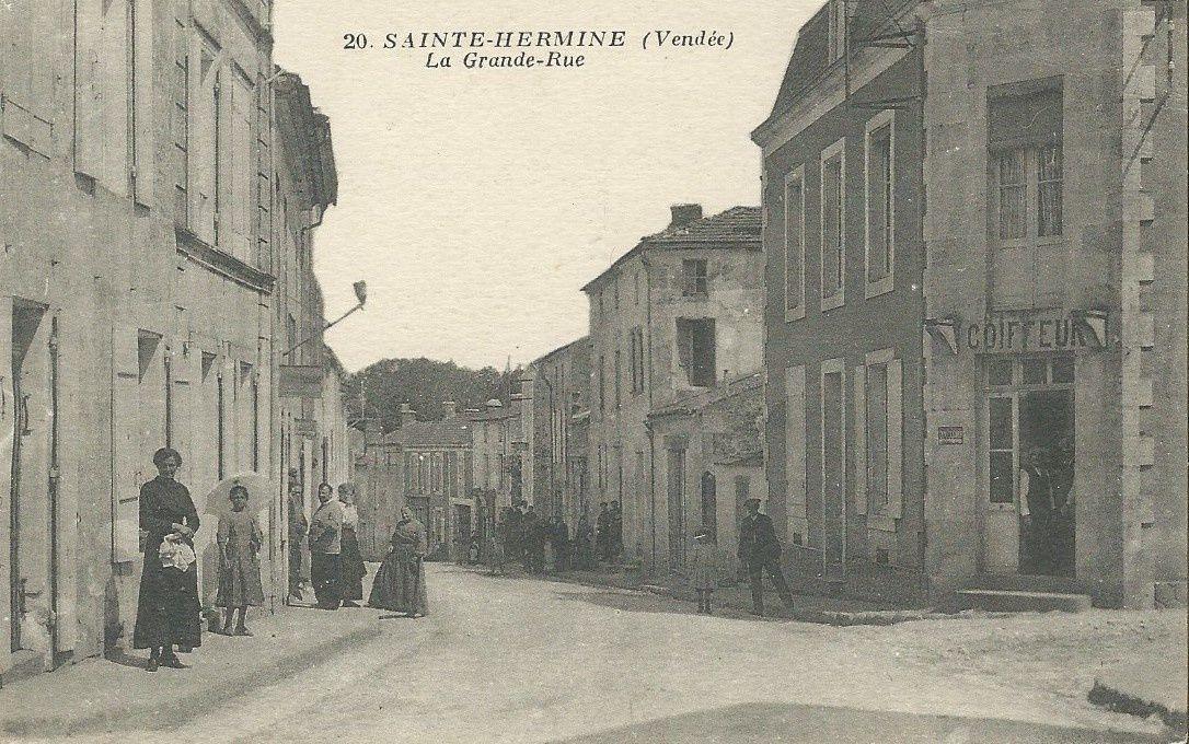 Deux cartes postales de Sainte Hermine