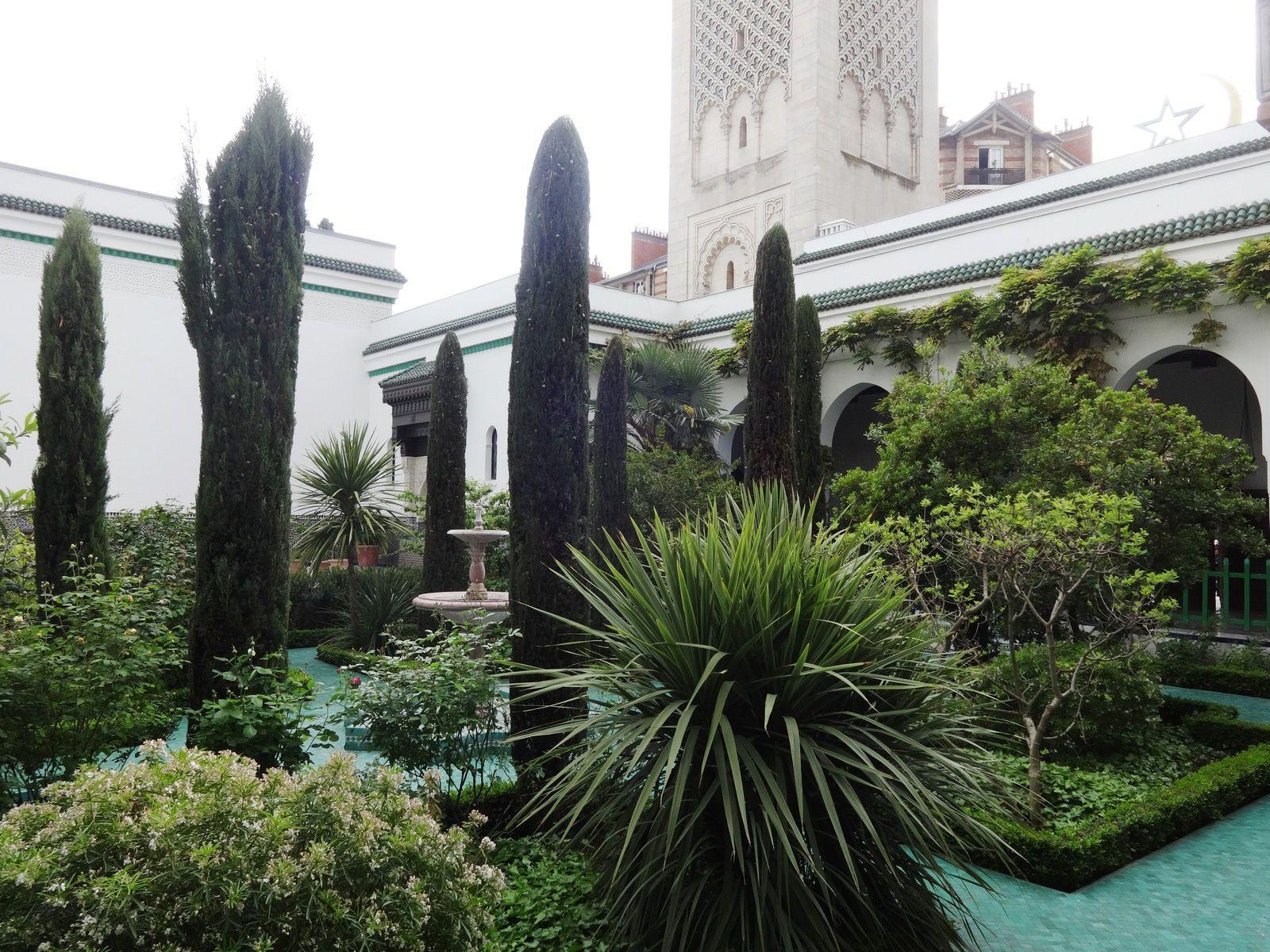 Les jardins luxuriants de la Grande Mosquée