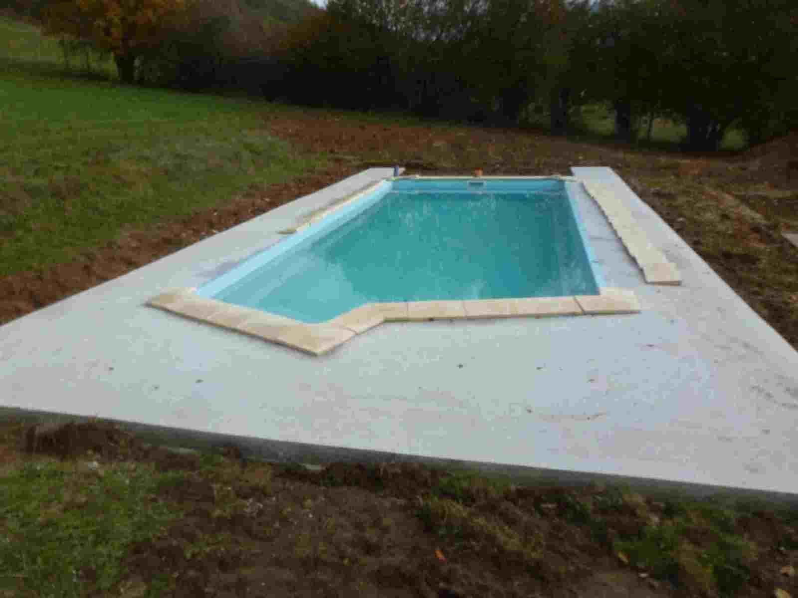 Margelle piscine composite awesome margelle piscine for Pose margelle bois piscine
