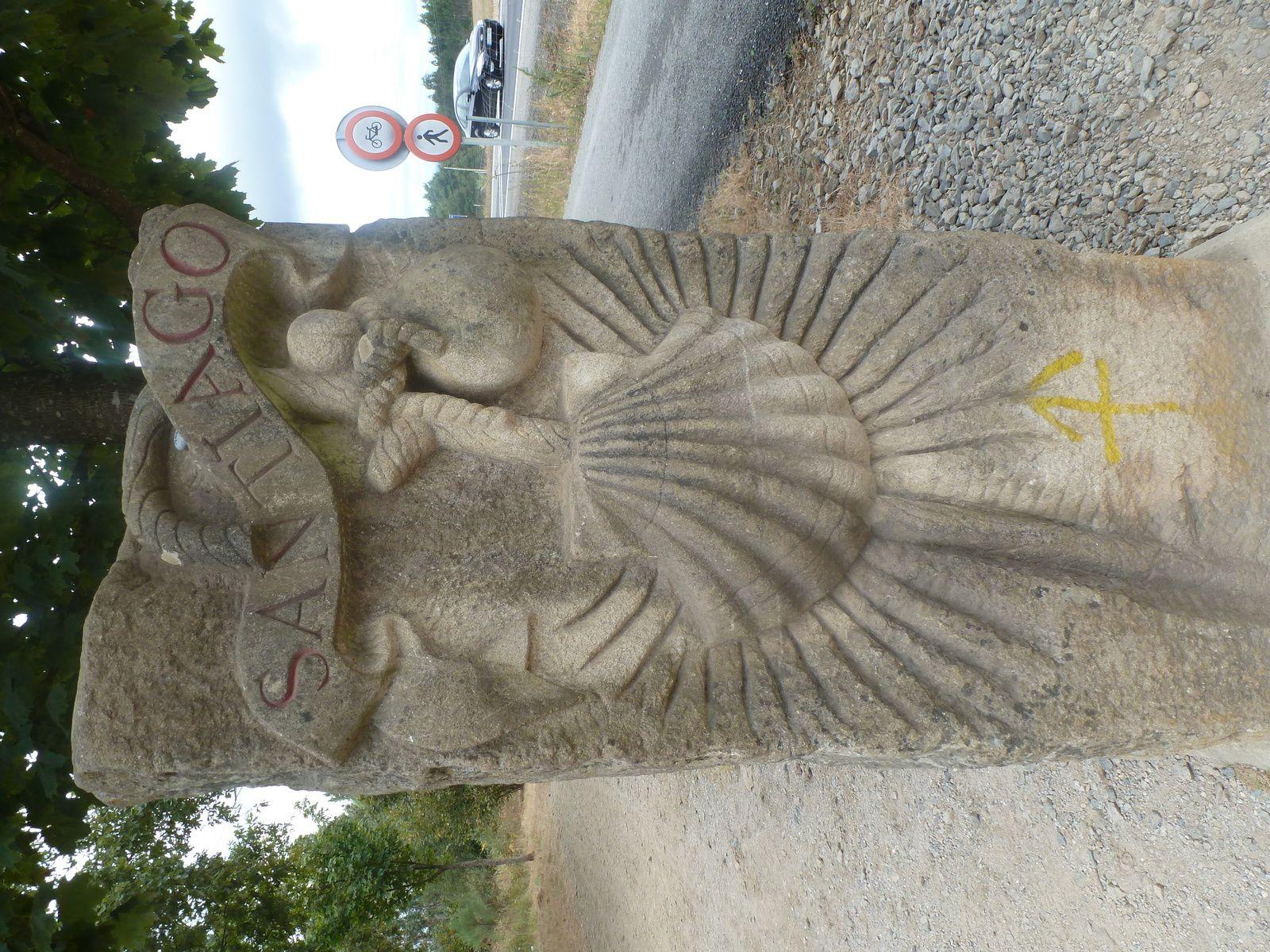 Borne sculptée avant LAVACOLLA.