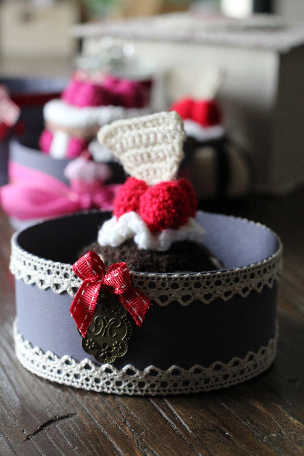 POur Muriel... Petites croix et pain d'épices.... (oui Mumu j'ai changé la couleur du noeud )