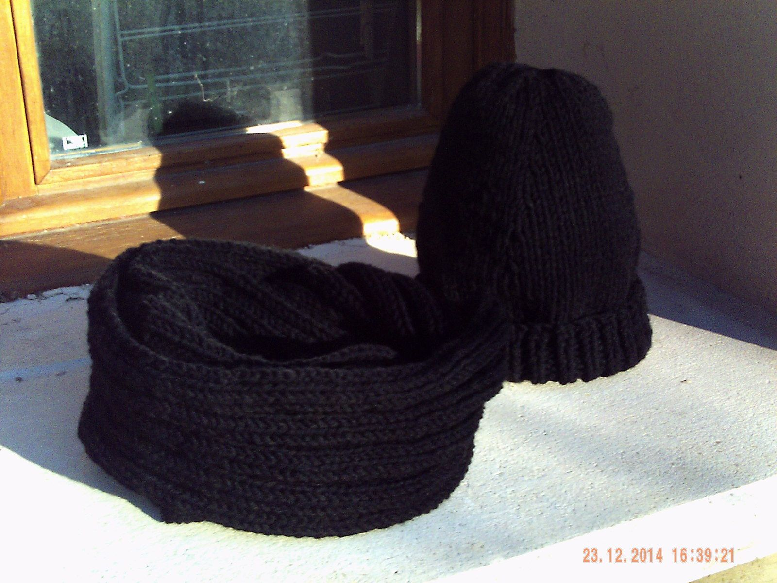 ENSEMBLE SNOOD ET BONNET AU TRICOT ( hyper facile)