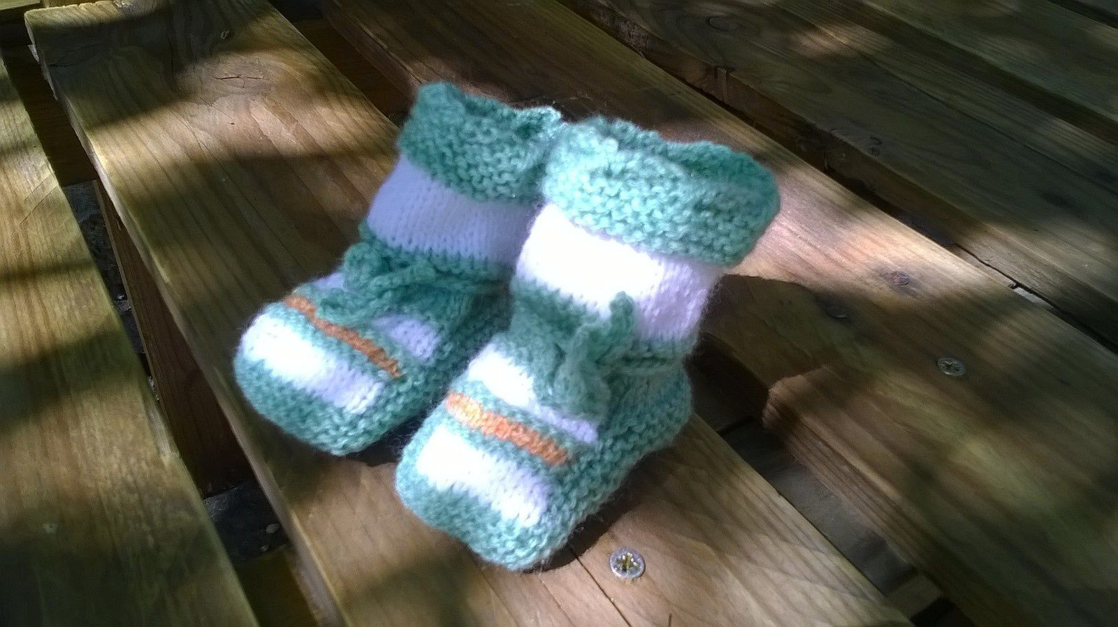 CHAUSSONS FANTAISIE AU TRICOT TAILLE 3 MOIS...