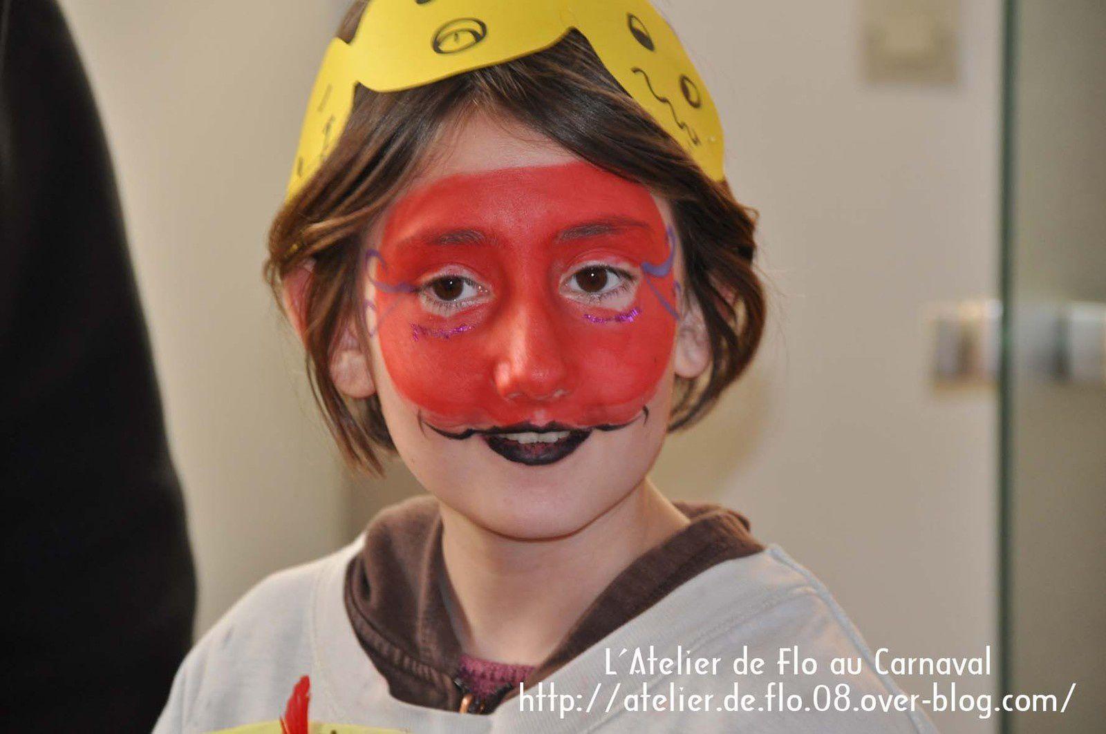 Le défilé avec les enfants de l'école qui font l'atelier peinture avec Flo et les artistes de l'Atelier de Flo